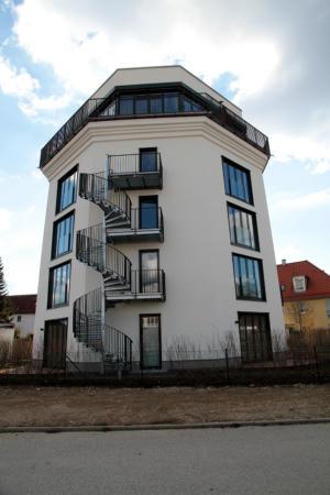Ehemaliger Hochbunker am Örtelplatz Bunkerhotel